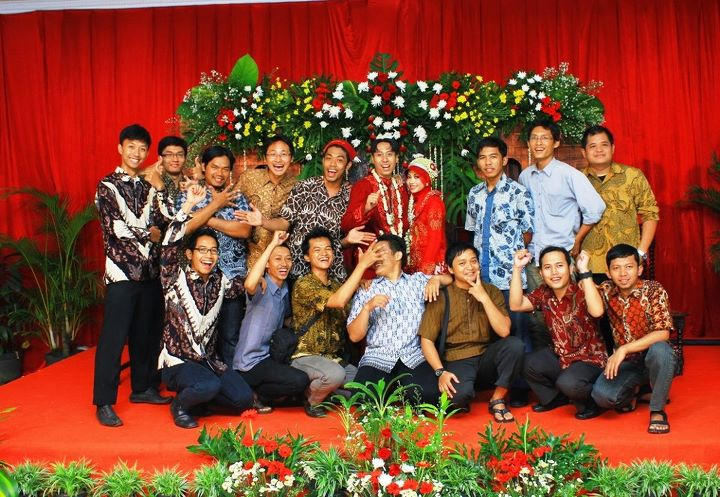 Selamat Om bud for ur wedding,, Smg kite2 cepet nyusul ye..?