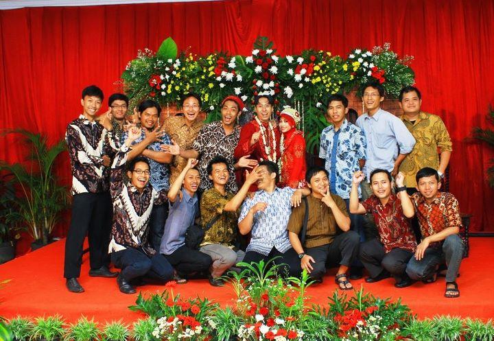 Selamat Om bud for ur wedding,, Smg kite2 cepet nyusul ye..?